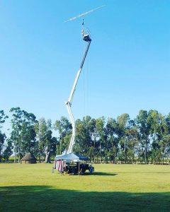 La piattaforma di circa 20 metri con antenna direttiva VHF